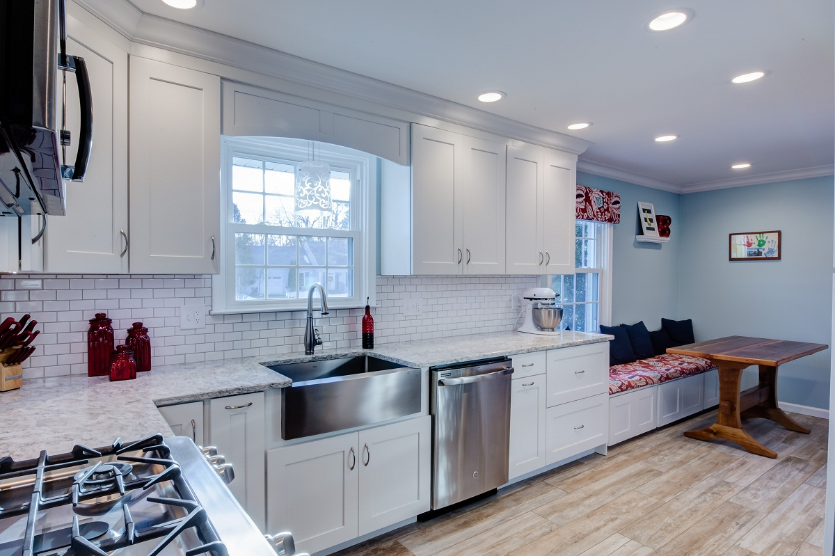 White kitchen with farmhouse sink and subway tile backsplash